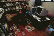 唐宗漢(右)十五歲,自行創作網路搜尋軟體風靡市場。