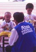 孤兒援助計畫讓全省的安泰業務員擁有珍貴的敲門磚,因為孤兒話題拉近他們與客戶的距離。