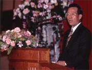 在座談會中,顏慶章就全球經濟與國內金融環境發表看法。