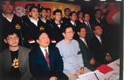去年,姜豐年(前排左三)入主宏國象隊,解散班底成立台北新浪獅隊,如今轉戰大陸。