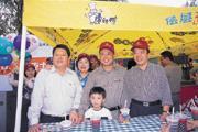 ■(右起)魏應州、魏應交、魏應行三兄弟今年中秋在天津市樂園舉辦的園遊會上歡聚一堂。