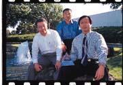成建中(右)、葉漢章(中)與許文良(左)三人,在數據機領域攜手闖蕩。