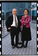 鄭家鐘(左)請來有15年行銷資歷的王興(右)擔任中時網科營運長。