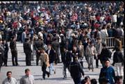 新的戶口制度規定:在小城鎮擁有固定住所及合法收入的外來人口,均可以辦理當地戶口,解放了流動的勞動人口。