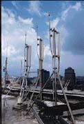 即使基地台設在頂樓,也躲不過「沒電」的窘況。