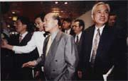 由許信良(中)背書,姚嘉文(右一)、張俊宏(右二)執筆的「萬言書」將成為憲法學的「負面教材」?