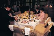 孤零零 陳敏薰與胡定吾在婚宴中享受「兩人」晚餐,不知心裡是何滋味?