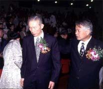 張昭雄(右)擔任宋楚瑜副手,王永慶(左)持正面鼓勵態度。