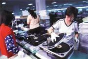漢平發展結合DJ控制面板與MP3音樂軟體的新產品,連接個人電腦,讓每個電腦玩家都能成為DJ。