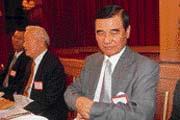 不再當戒急用忍模範生的黃茂雄(右),欲打響東?元在大陸的知名度。