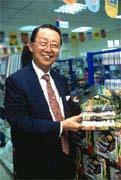 優美董事長林清華跨大步展開多角化經營,觸角伸入文具精品市場。