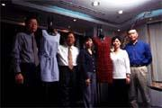 台南企業的國際分工策略,克服工資上漲的經營困境(左二為楊青峰)。