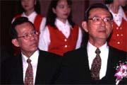 顏慶章(左)是接任邱正雄(右)財長職位呼聲最高的人選。