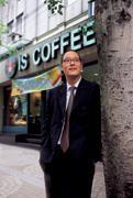 頂好集團第三代  賣咖啡、月薪三萬