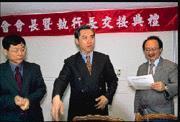 陳學聖(中)與陳其邁的立委辦公室聯誼活動,引來諸多聯想。