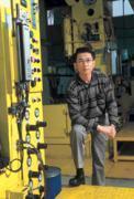 香山廠房內,沒有無塵室的整潔,黃燿林要在轟轟的鍋爐聲裡,再創職涯高峰。