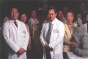 萬芳醫院管理風格「異類」,院長邱文達(前排中著白衣者)居功厥偉。