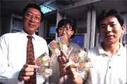 華源的「生活卡」利用7-Eleven全省通路,其他業者望塵莫及。