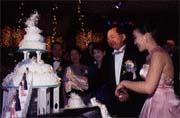 馬、唐婚宴上政商名流全員到齊(左起唐威夫婦、馬維建、唐可珊、杜麗莊、馬志玲)。