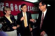 李遠哲(右)和朱棣文(中)都是諾貝爾獎華人得主。