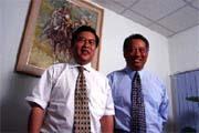 張文儀(左)與陳賢民(右)繼賣女鞋之後,又計劃拿下大陸的咖啡市場。