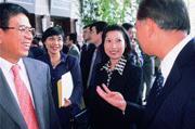 ■以商業背景從事科技業,從客服人員拚到總經理,吳惠瑜(右二)的人生在40歲的今年起了變化。