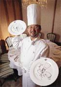 法樂琪以張振民廚師造型為圖樣的高級餐盤,讓顧客印象深刻。
