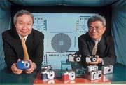 溫生台(左)認為英特爾退出反而是「因禍得福」。(右為佳能光學製造部總經理曾明仁)