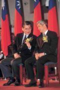 毛治國(左)突然「高升」,與賀陳旦(右)匆忙接下中華電信董座,最大贏家是林陵三。