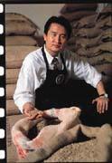 劉增祥每天自己用購買的自動化烘焙設備烘焙咖啡豆。