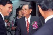 ■梁成金(中)和新光集團創辦人吳火獅同為新竹人,與吳家父子有兩代交情。