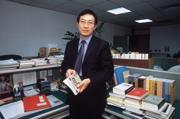 ■劉佐國是台灣「保護個人資料」的專家,他手上的個案千奇百怪,有的令人噴飯。