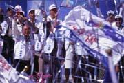 吳伯雄(前排左一)將年底選舉視為背水一戰。