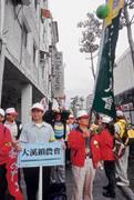 樸實的農漁民終於站出來,北上抗議執政者改革的草率;來自大溪鎮月眉村的張清進,搖旗吶喊要政府正視農民心聲。