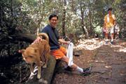 最近被譽為「健康大使」的胡定吾,8年來爬山從不間斷,連七星山上的流浪狗都跟他成為好友,每次都從山下跟到山上。
