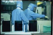 TFT-LCD是政府扶植的重點產業,若未能妥善照顧,業者仍會走得義無反顧。