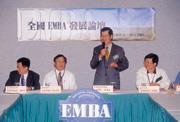 ■第一屆全國EMBA發展論壇,老師在屋裡開會,學生在球場打球,誰是主角不言而喻。