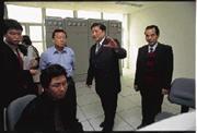 氨基酸提取之後,冠華下一步將進軍科學中藥市場(右二為董事長林志昶)。