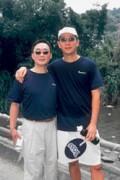 郭明鑑(左)走了多少路,就開了多少玩笑,右為錢國維。