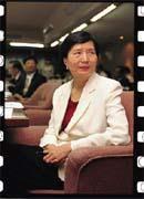 葉菊蘭因無法接受中華電信海外釋股的價格,不惜延後釋股作業。