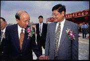 前南亞科技副董事長莊炎山(右)轉戰宏力一事胎死腹中?