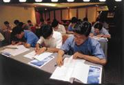 廣達研究所招生現場,參加人數踴躍,幾乎與前兩天才舉行過的大學聯招考場不相上下。
