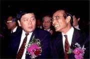 為使期交所擺脫內鬥陰影,証期會主委林宗勇(左)將撤換期交所董事長林孝達(右)。