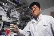 國衛院副研究員徐祖安利用老藥新用的方式,發現可抑制C型肝炎病毒的臨床藥。