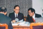 林全(中)和曾國烈(右)請不請得動泰公,要等通牒期限到才知道。