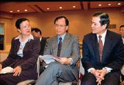 林義夫(中)的出線,再度凸顯了扁政府財經人才不足的窘境。(左為宗才怡、右為陳瑞隆)