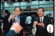 主計長林全(左)與財政部長顏慶章(右)對於許多政策的看法都不對盤,碰上金融監理法案,也意見不同。