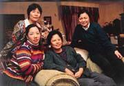 許多台商到大陸做生意久了之後,連家人都帶到大陸定居,像汪仲(右二)等幾位台商太太,都隨丈夫遷居上海。