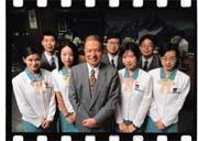 玉山銀行分別在1995年、1999年及今年拿到第1名。總經理黃永仁(前排中)表示,玉山經驗已經成為一種共識和文化,並落實在每位玉山人的身上。