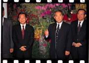 陳水扁(左)與宋楚瑜(中)會面,一度帶來台股波段反彈的新契機。